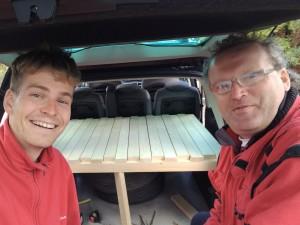 Montujeme postel do auta
